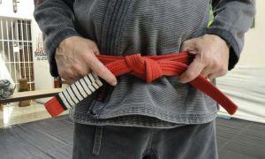 Как правильно завязывать пояс кимоно — узлы для новичка и мастера
