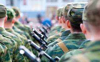 До какого возраста считаются военнообязанными мужчины и женщины в России и каких правил они должны придерживаться