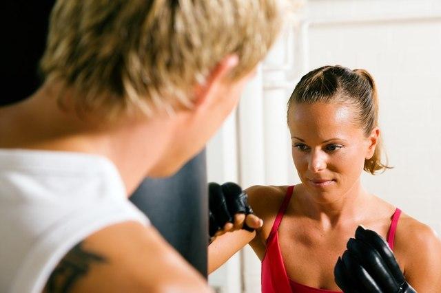 Женская самооборона - уроки для девушек